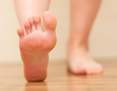 Swędzące stopy. 2 przyczyny swędzenie stóp.