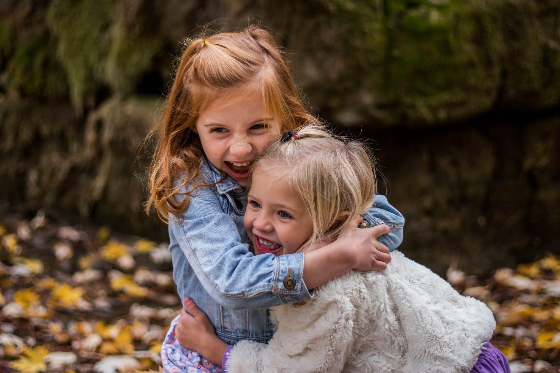 Czy dzieci zarażają się koronawirusem szybciej niż dorośli?