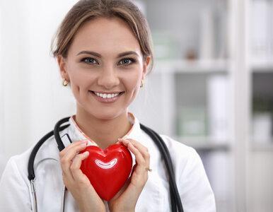 """<a href=""""https://zdrowie.wprost.pl/strefa-pacjenta/pacjent-z-koronawirusem/10376516/covid-19-lagodne-i-ciezkie-objawy-lekarze-wyjasniaja-jak-je-odroznic.html?utm_source=zdrowie.wprost.pl&utm_medium=feed&utm_campaign=rss"""">COVID-19: Łagodne i ciężkie objawy. Lekarze wyjaśniają, jak je odróżnić</a> thumbnail  Ekspert: Rosnąca liczba zakażeń była do przewidzenia 613caf0d70b61949664a7017ae79"""